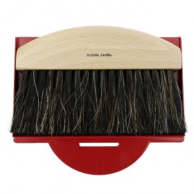 dustpan and brush natural / red