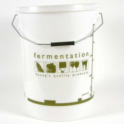 Youngs Plastic Bucket - 25 litre with lid from dowricks.com